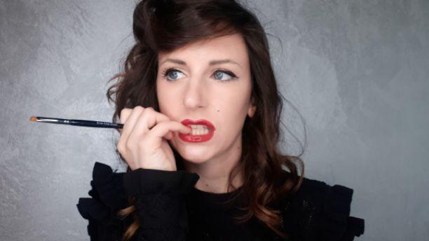 IL SALONE DI REBECCA – Il make-up usato come . . . ?!?!